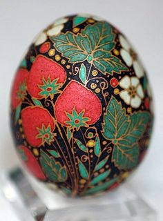 Sensational Easter Egg Decorating Ideas - Life Is Fun Silo Polish Easter, Easter Egg Designs, Ukrainian Easter Eggs, Easter Traditions, Faberge Eggs, Egg Art, Polish Pottery, Egg Decorating, Easter Crafts