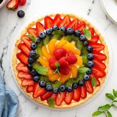 French Fruit Tart Recipe, Fruit Flan Recipe, Fruit Tart Glaze, Fruit Custard Tart, Fresh Fruit Tart, Custard Filling, Ripe Fruit, Vanilla Custard, Fruit Pie