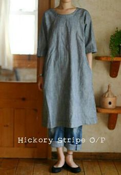 gift for an artist or potter (lucky I know a few!) linen tunic with jeans I like the low shelf with the sweet little pot on it, and her ankle band tatoo. Mode Style, Style Me, Apron Dress, Linen Tunic, Linen Dresses, Mode Outfits, Mode Inspiration, Sewing Clothes, Dress Sewing