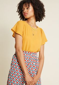 As a gentle wind billows the fluttery short sleeves of this mustard yellow blouse, you can't help but smile at such a superb ensemble choice! In a style. White Short Sleeve Shirt, Short Sleeve Button Up, Short Sleeves, Yellow Blouse, Yellow Shorts, Chic Outfits, Fall Outfits, Clothes 2018, Professional Outfits