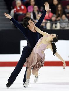 Tessa Virtue and Scott Moir skate to gold as they compete in the senior ice dance free dance at the National Skating Championships in Ottawa on Saturday, Jan. 21, 2017. (THE CANADIAN PRESS / Sean Kilpatrick)