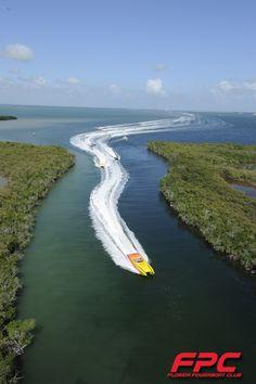 Florida Powerboat Club running through the mangroves in the Florida Keys