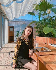NEXT PRESET 🥳 Preset Name: Korean Swipe for before photo 👉 Available today, Decembee Stay tuned 😍 . Korean Street Fashion, Asian Fashion, Girl Fashion, Uzzlang Girl, My Baby Girl, Ulzzang Korean Girl, Ulzzang Couple, Pretty Korean Girls, Home Studio Photography