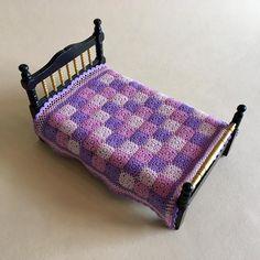 Crochet Wool, Crochet Quilt, Crochet Pillow, Crochet Blankets, Miniature Crafts, Miniature Dolls, Doll Furniture, Dollhouse Furniture, Accessoires Lps