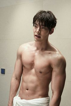 Song Joong-ki, Kim Woo-bin and Yoon Si-yoon, three actors who showed off the best abs in dramas--oh yes they did! Kim Woo Bin, Kim Bum, Song Joong Ki, Korean Star, Korean Men, Korean Girl, Won Bin, Cuerpo Sexy, Uncontrollably Fond