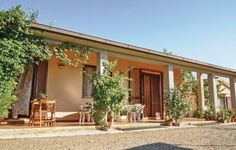 San Guido Gavorrano GR San Guido offers pet-friendly accommodation in Il Bagno, 26 km from Grosseto and 18 km from Castiglione della Pescaia. The unit is 35 km from San Vincenzo. Free private parking is available on site.