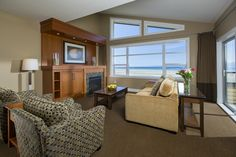 The Beach Club Resort hotel offers the most luxurious accommodations in Parksville, on Vancouver Island Beach Club Resort, Most Luxurious Hotels, Beach Boardwalk, Luxury Accommodation, Guest Suite, Vancouver Island, Hotels And Resorts, Hotel Offers, Restaurant Lounge