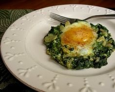 i love spinach!  this looks like an amazing protein filled and yummy breakfast.