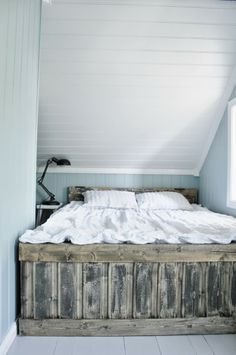 someone make me this bed frame  for my birthday I will love you forever  HINT HINT!