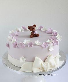 kukin koristeltu ristiäiskakku Horse Birthday, Baby Birthday, Birthday Cake, Cake & Co, Baby Shower Cakes, Beautiful Cakes, Cake Designs, Christening, Fondant