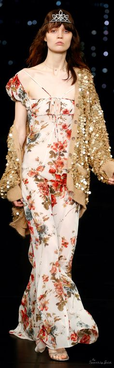 Hedi Slimane For Saint Laurent Spring/Summer 2016 Ready-To-Wear Boho Fashion, Fashion Show, Fashion Design, Fashion Trends, Saint Laurent Paris, Japanese Street Fashion, Queen, Passion For Fashion, Lounge Wear