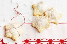 Wrap these fruit mince-filled shortbread stars individually, or a few at a time in parcels or boxes. Christmas Goodies, All Things Christmas, Christmas Time, Christmas Gifts, Christmas Recipes, Christmas Ideas, Merry Christmas, Dried Pineapple, Star Food