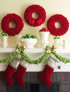 50 Gorgeous Holiday Mantel Decorating Ideas including this Christmas carnation wreath DIY. Christmas Mantels, Noel Christmas, Primitive Christmas, All Things Christmas, Winter Christmas, Christmas Wreaths, Christmas Crafts, Christmas Decorations, Green Christmas