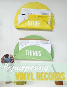 Tutorial: Vinyl Record Letter Holder - What a terrific idea! Vinyl Record Projects, Vinyl Record Art, Vinyl Art, Record Wall, Records Diy, Old Vinyl Records, Vintage Records, Vinyl Crafts, Fun Crafts