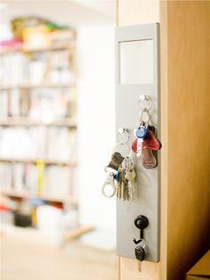 賃貸でもOKなDIY棚作り。「PILLAR BRACKET」で空間を自由にデザインしよう! | キナリノ Bathroom Hooks, Diy And Crafts, Interior, House, Shop, Indoor, Home, Haus, Interiors