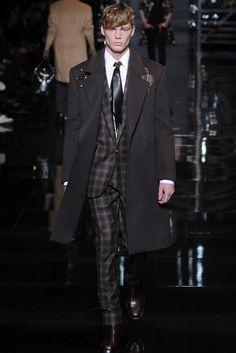 head to toe Versace Men's RTW Fall 2014 - Slideshow - Runway, Fashion Week, Fashion Shows, Reviews and Fashion Images - WWD.com