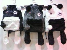 大人気のモウジュウリュックが今年もお目見え♪目が缶バッジ、肩ひもが前足になっていて背負うとモウジュウをおんぶしているみたい♡目立つ事間違いなしのアイテムです。/モウジュウリュック(Deorart)¥8,925- /KERA SHOP STREET金沢店 TEL:076-223-3488//Tatemachi Christmas Collection