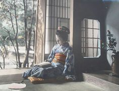 Hand-coloured photo, Japan. Tamamura Kozaburo. 1910.