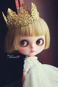 Hey, I found this really awesome Etsy listing at https://www.etsy.com/listing/194708913/mmioo-blythe-diamonds-gold-crown