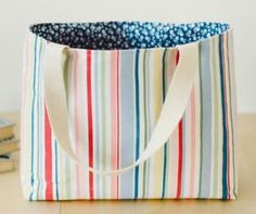 Easy lined flat bottom tote bag pattern & free tutorial Source by Bags Easy Tote Bag Pattern Free, Bag Patterns To Sew, Tote Pattern, Sewing Patterns Free, Free Sewing, Easy Patterns, Quilted Tote Bags, Denim Tote Bags, Diy Tote Bag