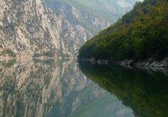Lake Koman albaniahostel.com