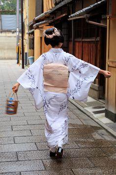 今日、7月25日は紗月さんの20歳の誕生日です。 紗月さん、おめでとうございます!  10代最後の記念に、と、祇園祭にちなんだ髪型「勝山」と浴衣姿で...