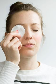 VIDEO: DIY Eye Makeup Remover Pads | http://helloglow.co/eye-makeup-remover-pads-video/