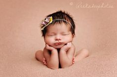 I can not get over how cute this is! Picture is beautiful. Headband is $11.95 on etsy BannerBoutiqueOnEtsy #baby #headband #photograph