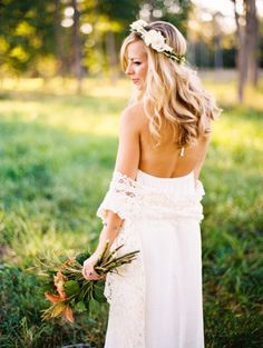 Boho bride: http://www.stylemepretty.com/2014/03/07/5-reasons-every-bride-should-do-a-bridal-shoot/ | Photography: Perry Vaile - http://perryvaileblog.com/
