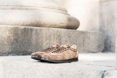 Elegante, lineare, comodissima. Tomaia sfoderata e sottopiede in cuoio. Cure e attenzione ai dettagli, suola in gomma poggiata su un sottile strato di cuoio per camminare (e correre) in maniera perfetta. Strato, Sottile, Combat Boots, Army, Sneakers, Shoes, Fashion, Elegant, Gi Joe
