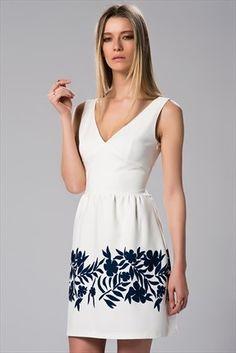 Milla by trendyol x Çağla Şıkel - Lacivert Çiçek Baskılı Ekru Elbise MLWSS156912 sadece 99,99TL ile Trendyol da