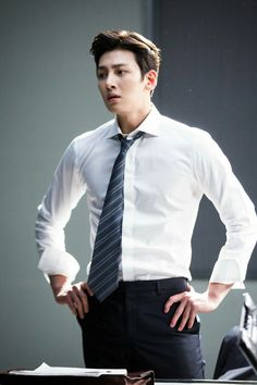 "[Drama] Ji Chang Wook looks dashing in suits in ""Suspicious Partner"" May 2017 Ji Chang Wook Abs, Ji Chang Wook Smile, Ji Chang Wook Healer, Ji Chan Wook, Ji Chang Wook 2017, Korean Star, Korean Men, Asian Men, Asian Actors"