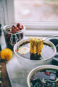 Mineral-Rich Vegan Umami Mushroom Broth (Big Batch) — Will Frolic for Food Healthy Cooking, Healthy Eating, Healthy Recipes, Mushroom Broth, Asian Recipes, Ethnic Recipes, Vegetarian Recipes Dinner, Mushroom Recipes, Vegan Dishes
