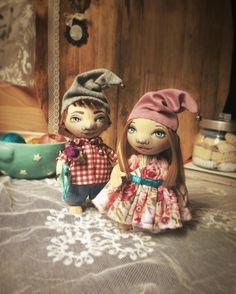 Из жизни гномов... #куклы#гномы#ручнаяработа#топотушки #гномики #влюбленнаяпарочка #куклыеленыхайдуковой #мастеркрафт #туапсе #куклаизткани #авторскиекуклы #колпачки #бубенчики #handmade #gnome #artdoll #textileart #fabricdoll #dolls #handmadedoll #handmadetoy