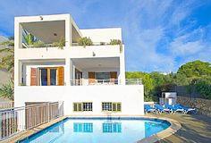 Villa 'Es Pou Dor 3' Stor villa. Beach, butikker og restauranter 500m Feriehus i Cala d'Or-området fra @homeaway! #vacation #rental #travel #homeaway