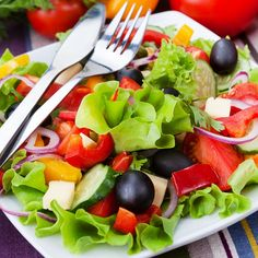 Green salads are all the rage in the top restaurants. With the health conscious people around salads are an accompaniment to every plate. Caprese Salad, Fruit Salad, Cobb Salad, Romanian Food, Top Restaurants, Greek Salad, Tofu, Good Food, Snacks