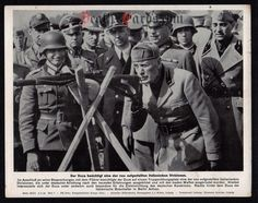 orig. WWII Press Photo - Mussolini with italian soldiers and SS 1944 - Date of publication: May 02, 1944