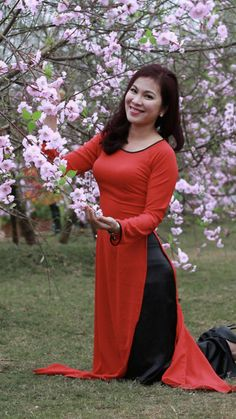 Vietnamese Traditional Dress, Traditional Dresses, Long Dress Fashion, Fashion Dresses, Vietnamese Clothing, Oriental Fashion, Summer Outfits Women, Ao Dai, Bellisima
