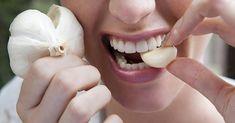 Эффект от сосания чеснока ошеломляет. Слюна с полезными веществами попадает в кровь, чистит сосуды, лимфу. Также чеснок укрепляет полость рта и десны перестают кровоточить.