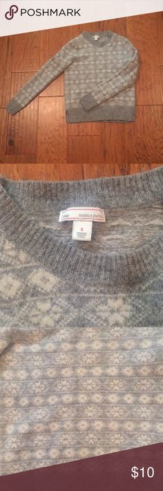 Gray/white GAP women's sweater. READ DESCRIPTION No holes, rips, or tears. HOWEVER it is really really shrunken! It is a small, but I think only an xs can wear it! I am normally a small and it is quite tight. It is made of a denser, itchy-ish type of material. GAP Sweaters Crew & Scoop Necks