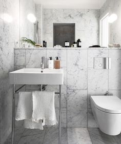 Bathroom Cabinet: 65 Tips to Organize and Decorate - Home Fashion Trend Bathroom Inspo, Bathroom Inspiration, Dream Bathrooms, Small Bathroom, Restroom Design, Arch Interior, Interior Design, Decoration Inspiration, Mirrored Furniture