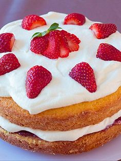 Victorian sponge cake - A simple classic cake that is super easy to whip up. << click for recipe >>
