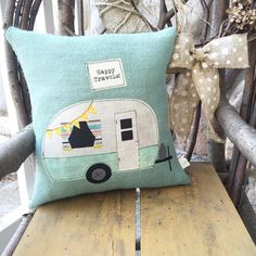 vintage camper pillow- created by the little green bean (Diy Pillows Travel) Retro Caravan, Retro Campers, Vintage Campers, Vintage Rv, Vintage Motorhome, Camping Pillows, Diy Pillows, Cushions, Camping Quilts
