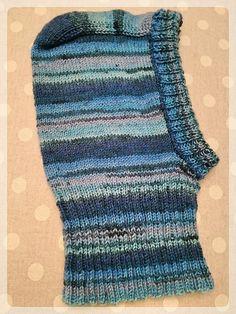 Ravelry: angelaknits' Taran's hat Christmas Knitting Patterns, Knitting Ideas, Baby Knitting Patterns, Crochet Patterns, Knitted Dolls, Knitted Bags, Crochet Cap, Crochet Scarves, 18 Months