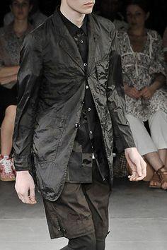 Comme des Garçons Collection Slideshow on Style.com