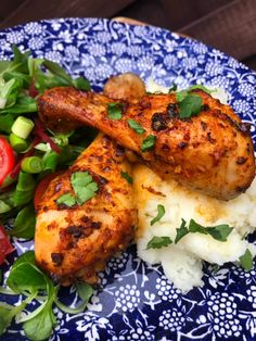 These garlic & paprika chicken drumsticks are a great choice when entertaining friends. Serve with a side salad and fluffy mashed potatoes! Slimming World Chicken Recipes, Chicken Lunch Recipes, Chicken Drumstick Recipes, Chicken Drumsticks, Chicken Fajitas, World Recipes, New Recipes, Fanta Chicken, Crispy Seaweed