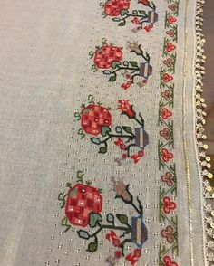 Vintage Embroidery, Embroidery Stitches, Flower Embroidery, Palestinian Embroidery, Turkish Art, Linen Napkins, Cross Stitch Designs, Bohemian Rug, Diy And Crafts
