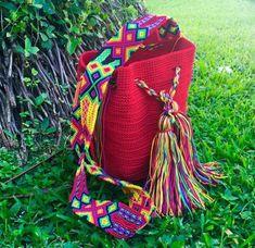 Morral Maya Redondo de Otomiartesanal   Etsy Art Bag, Embroidery Techniques, Irish Crochet, Maya, Margarita, Hand Knitting, Straw Bag, Bucket Bag, Purses And Bags