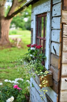garden shed potting shed window box flowers Country Life, Country Living, Decoration Plante, Down On The Farm, Window Boxes, Flower Boxes, Dream Garden, Garden Inspiration, Design Inspiration