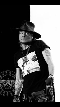 That face you make when someone says they don't like GNR. Band Pictures, Rose Pictures, Rose Photos, Guns N Roses, Rock N Roll, Axl Rose 2016, Velvet Revolver, Rock Legends, Most Beautiful Man